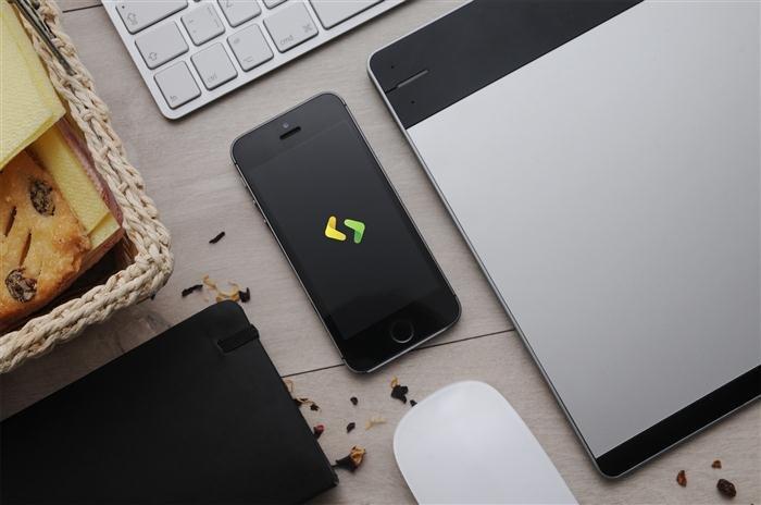 4 Apple Devices Mockups (Custom)