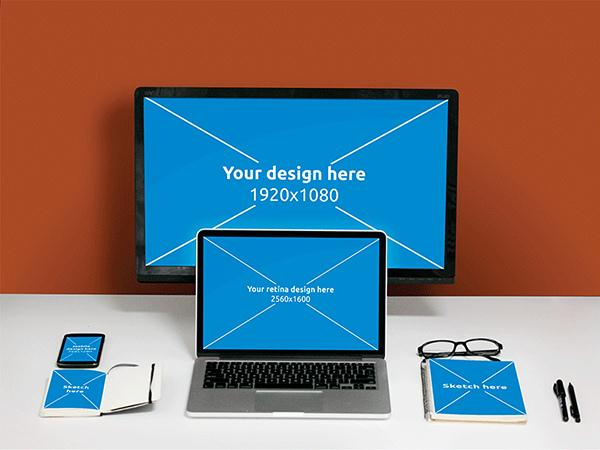 PSD Desk Mockup (Custom)